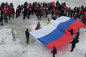 Российский триколор на городской площади Холмска