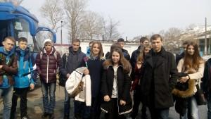 Школьники на плацу Сахалинского высшего морского училища