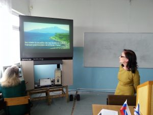 На экране работа курсанта по английскому языку